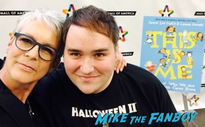 jamie-lee-curtis-book-signing-mall-of-america-meeting-fans-1