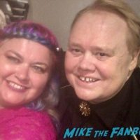 louie-anderson-meeting-fans-emmy-awards-signing-autographs-1