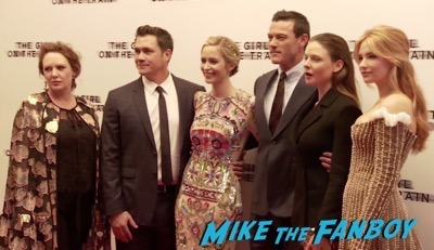 the-girl-on-the-train-uk-world-premiere-emily-blunt-meeting-fans-luke-evans-9