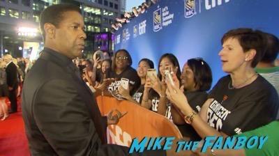 the-magnificent-seven-tiff-premiere-chris-pratt-meeting-fans-signing-autographs-1