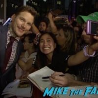 the-magnificent-seven-tiff-premiere-chris-pratt-meeting-fans-signing-autographs-1
