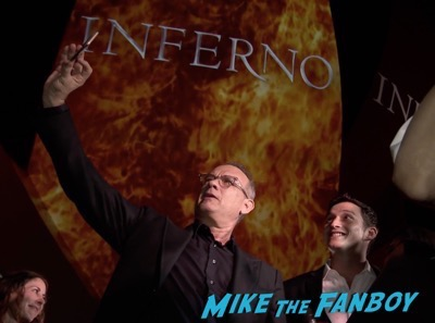 inferno-singapore-red-carpet-tom-hanks-signing-autographs-for-fans-11