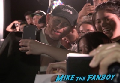 inferno-singapore-red-carpet-tom-hanks-signing-autographs-for-fans-3