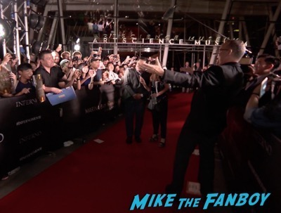 inferno-singapore-red-carpet-tom-hanks-signing-autographs-for-fans-6