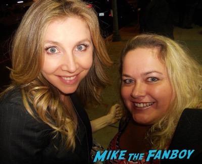 sarah-chalke meeting fans selfie