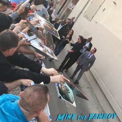 tom-cruise-signing-autographs-at-jimmy-kimmel-live-2016-2