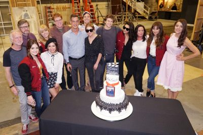"""PRETTY LITTLE LIARS - The Pretty Little Liars cast and crew say goodbye on the final day of filming the series. (Freeform/Eric McCandless) CAST AND CREW OF """"PRETTY LITTLE LIARS"""""""