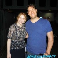bryce-dallas-howard-meeting-fans-selfie-autograph-signing-2