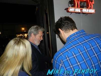 Jeff Bridges signing autographs hell or high water blu-ray release party
