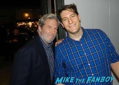 Jeff Bridges selfie meeting fans photo signing autographs