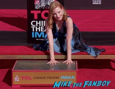 jessica-chastain-hand-and-footprint-ceremony-chinese-theater-11