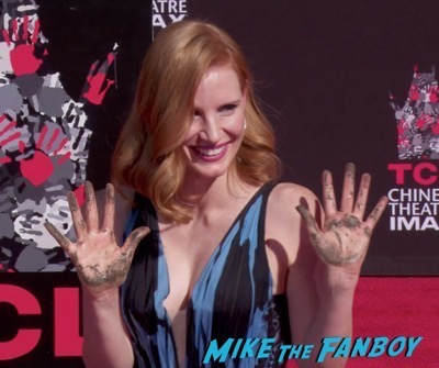 jessica-chastain-hand-and-footprint-ceremony-chinese-theater-6