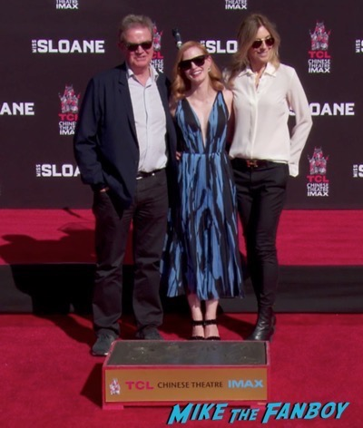 jessica-chastain-hand-and-footprint-ceremony-chinese-theater-7
