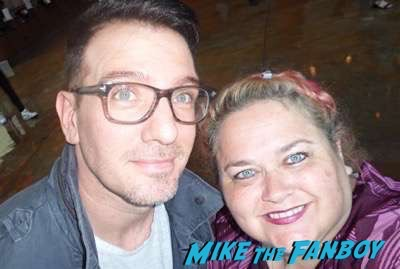 jc-chasez meeting fans selfie