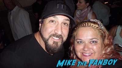 joey-fatone meeting fans selfie