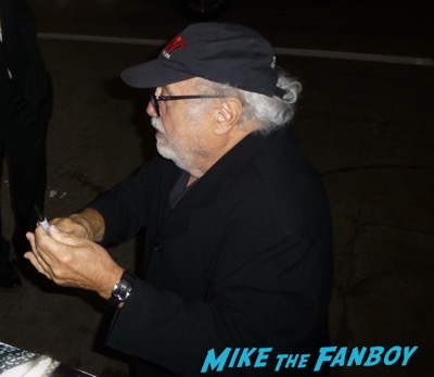 Danny Devito signing autographs ruthless people 2017 1