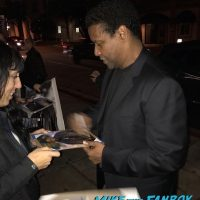 Denzel Washington Signing Autographs Fences q and a 3