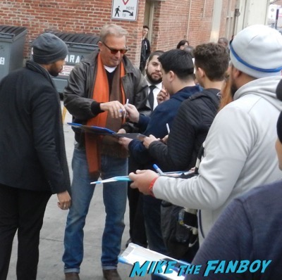 Kevin Costner signing autographs jimmy kimmel live 2017 3