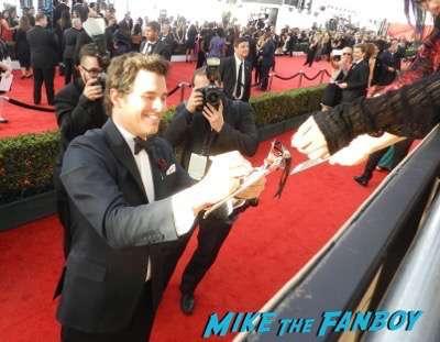 James Marsden SAG Awards 2017 signing autographs bleachers 14