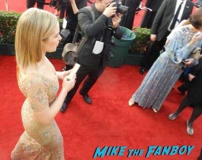 Emily Blunt SAG Awards 2017 signing autographs bleachers 14