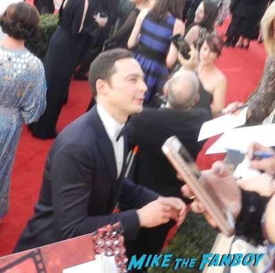 jim parsons SAG Awards 2017 signing autographs bleachers 17