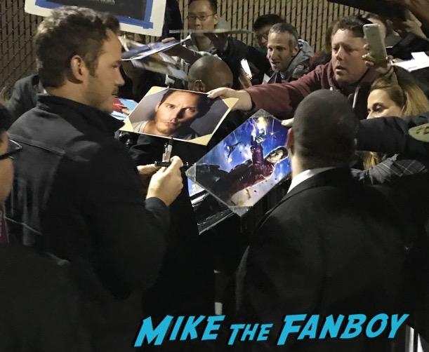 Chris Pratt signing autographs Jimmy Kimmel Live 2017 meeting fans 23