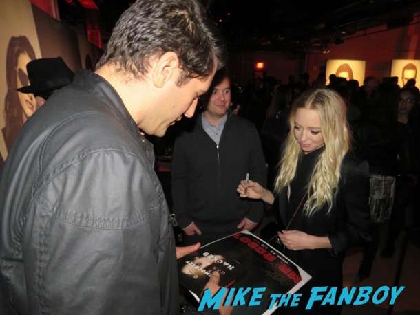 Portia Doubleday meeting fans signing autographs Mr. Robot q and a