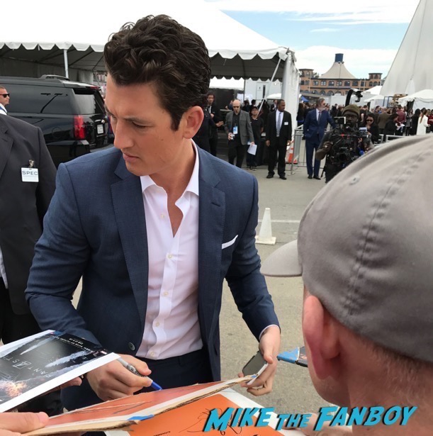 Miles Teller  signing autographs Spirit Awards Signing Autographs 2017 ruth nega orlando bloom 22