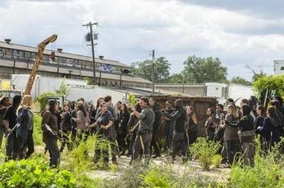 the-walking-dead-season-7-episode-10-new-best-friends-promo-hd-the-walking-dead-7x10 2