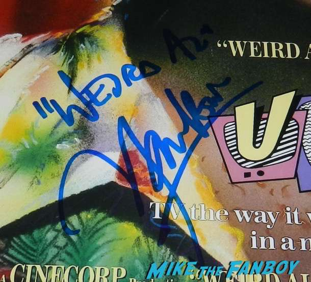 Weird al Yankovic meeting fans signing autographs 5
