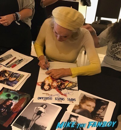 Hollywood Show Julie Newmar meeting fans Bruce Boxleitner 18Hollywood Show Julie Newmar meeting fans Bruce Boxleitner 18