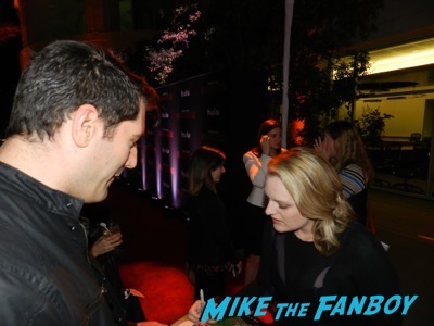 Elisabeth Moss meeting fans The Handmaid's Tale FYC q and a meeting elisabeth moss alexis bledel 33