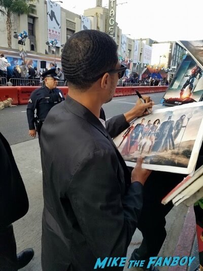 ray fisher meeting fans Wonder Woman Premiere gal gadot signing autographs meeting fans 15