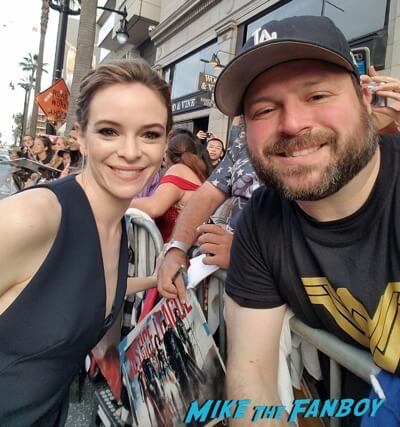 danielle panabaker meeting fans Wonder Woman Premiere gal gadot signing autographs meeting fans 15