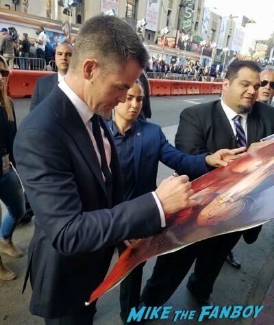 Chris Pine signing autographs Wonder Woman Premiere gal gadot signing autographs meeting fans 21