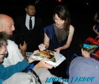 Mary Elizabeth winstead signing autographs saturn awards 2017