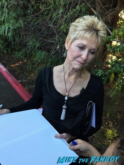 dee wallace stone signing autographs saturn awards 2017