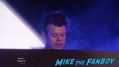 Paul Oakenfold los angeles set signing autographs for fans 1