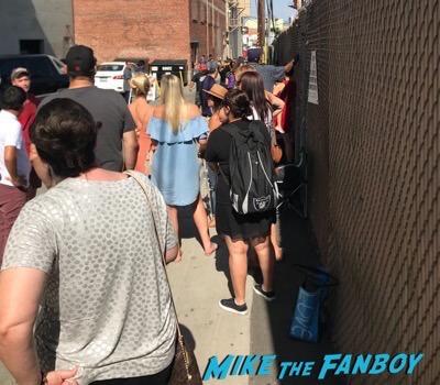 Channing Tatum signing autographs jimmy kimmel live elisabeth moss 13