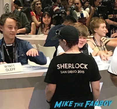 IT Comic Con Autograph signing finn wolfhard 1IT Comic Con Autograph signing finn wolfhard 1
