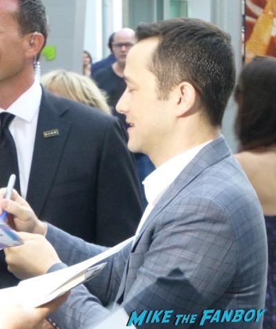 Joseph Gordon-Levitt meeting fans signing autographs 3