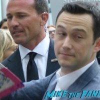 Joseph Gordon-Levitt meeting fans signing autographs 3