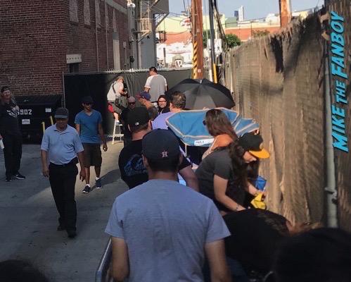 Robert pattinson mike colter dissing fans jimmy kimmel live 2017 1
