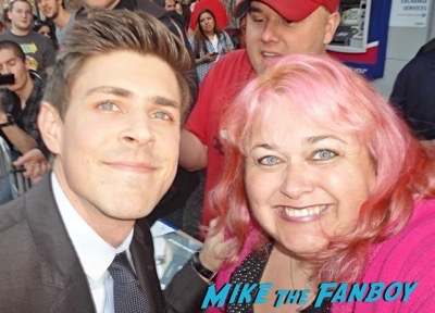 chris lowell meeting fans signing autographs