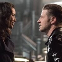 """GOTHAM: L-R: Guest star Jamie Chung and Ben McKenzie in the """"Mad City: Better to Reign in Hell…"""" season premiere episode of GOTHAM airing airing Monday, Sept. 19 (8:00-9:01 PM ET/PT) on FOX. ©2015 Fox Broadcasting Co. Cr: Jeff Neumann/FOX."""