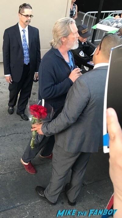 Jeff Bridges signing autographs jimmy kimmel live 2017 3