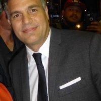 Mark Ruffalo fan photo signing autographs