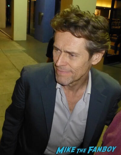 Willem Dafoe Signing autographs meeting fans 6