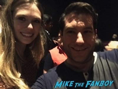 elizabeth olsen Selfie meeting fans