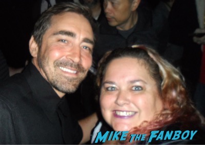 Lee Pace with fans signing autographs selfie 1